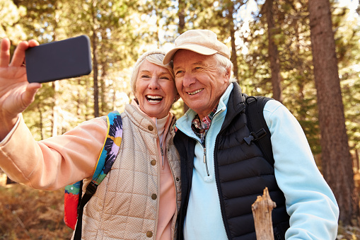 Low-Cost Wireless Plans for Seniors Who Use Smartphones