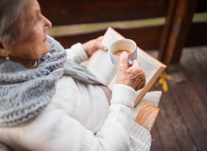 How reading can improve the health and happiness of seniors