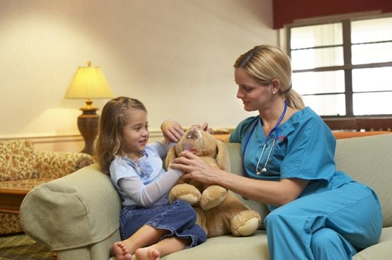 provider of pediatric care in Dubois sitting with little girl